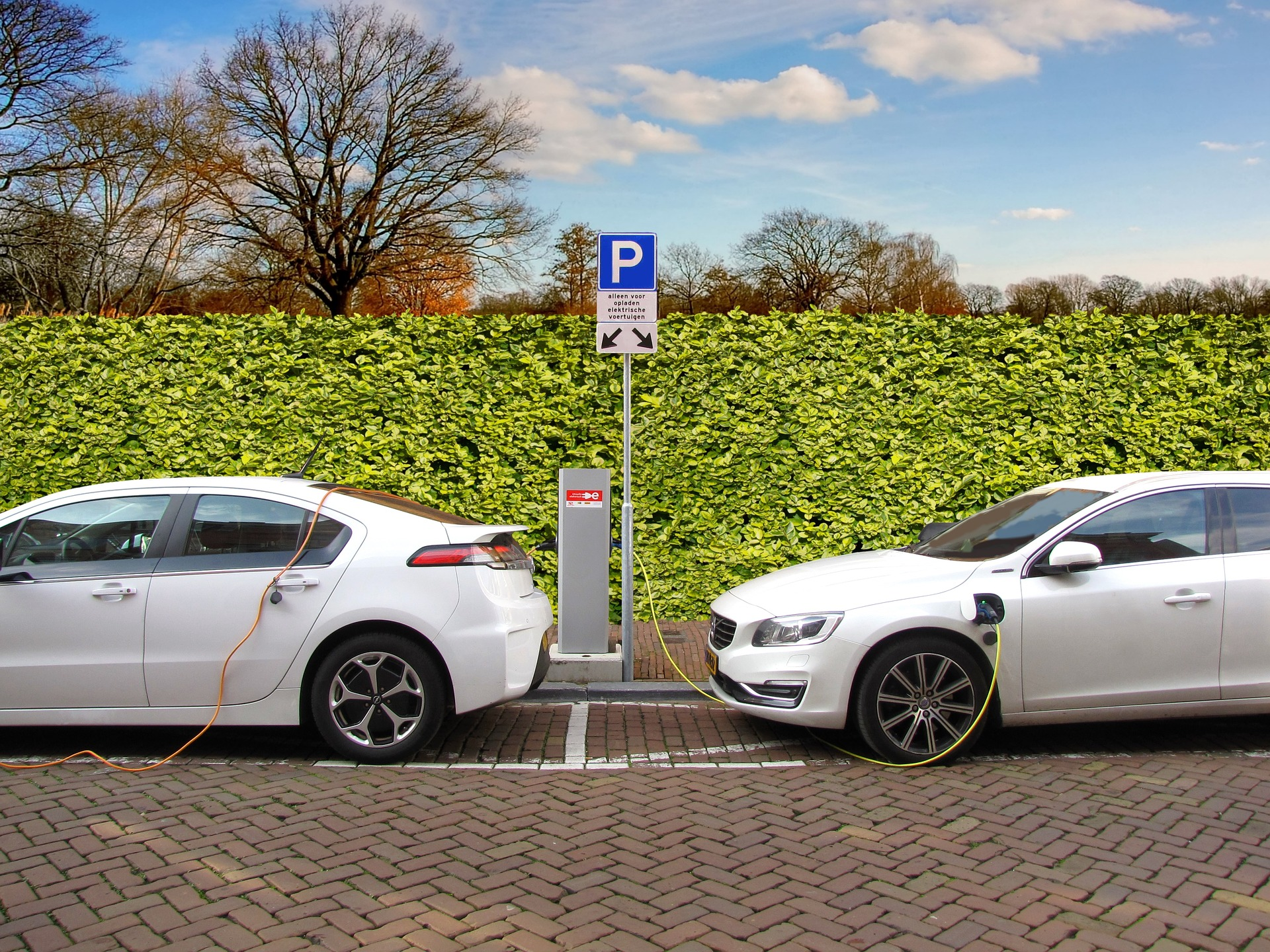 El Gobierno aprueba ayudas de hasta 6.000 euros en la compra de coches eléctricos