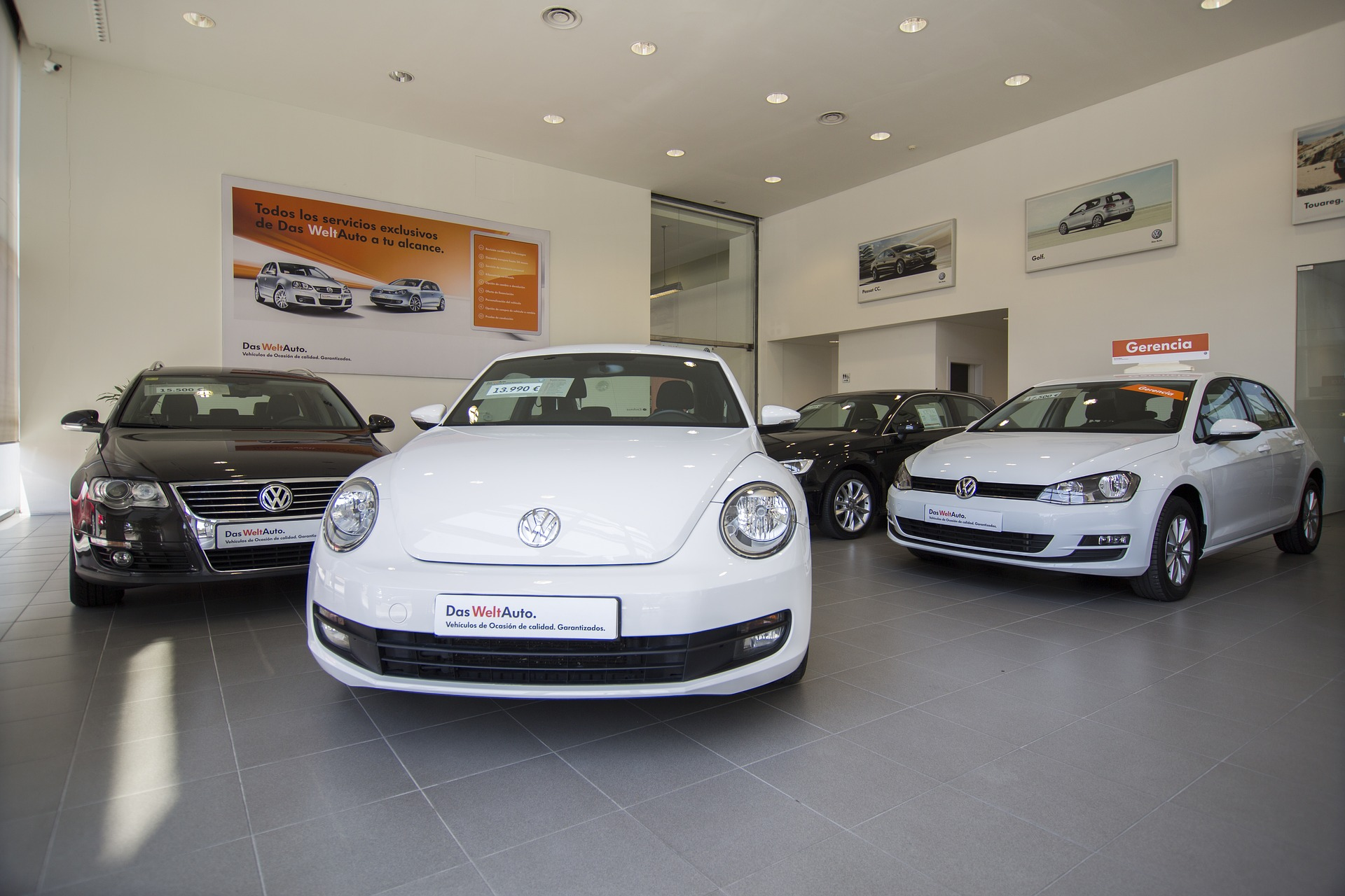 Tapia anuncia que el 'plan Renove' de coches contempla 2.000 euros por operación