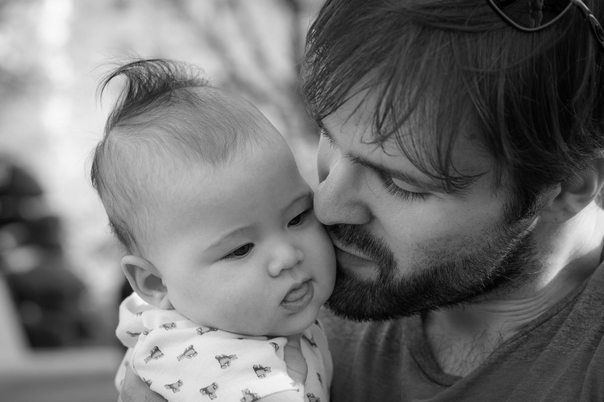 El permiso de paternidad de 8 semanas obliga a Euskadi a revisar su plan de conciliación